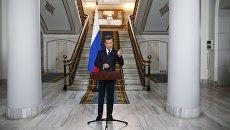 Председатель правительства РФ Дмитрий Медведев в генеральном консульстве РФ в Стамбуле. 22 мая 2017