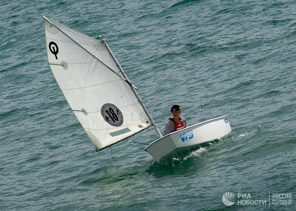 Участник соревнований морской флотилии Артека в рамках II Всероссийского сбора юных моряков Дорога в море