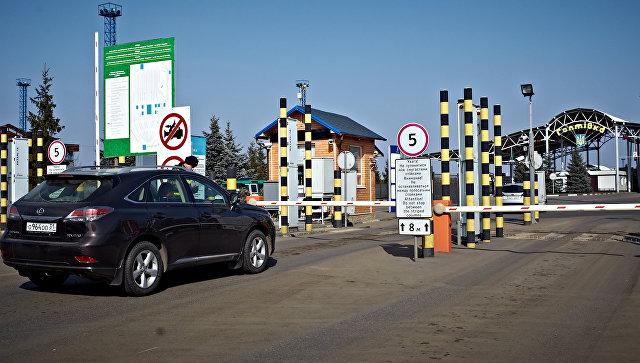 Автомобиль на пропускном пункте Гоптовка. Архивное фото