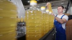 Производство подсолнечного масла. Архивное фото