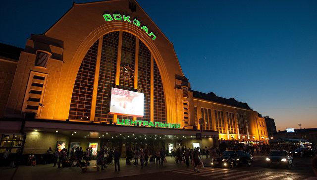 Вид на центральный железнодорожный вокзал в Киеве. Архивное фото