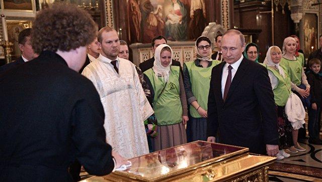 Президент России Владимир Путин посетил храм Христа Спасителя