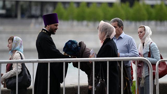 Очередь кмощам Николая Чудотворца значительно сократилась