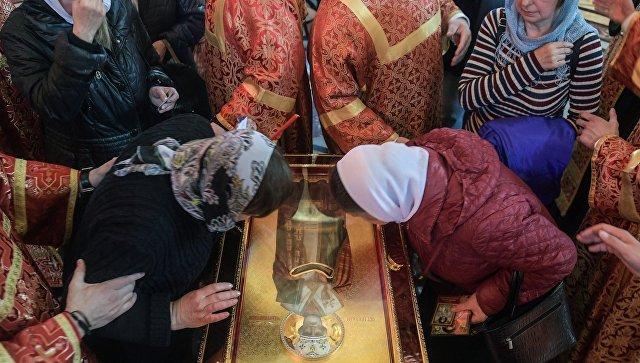 ВЦИОМ: 80% россиян поддерживают идею привозить мощи святых для поклонения