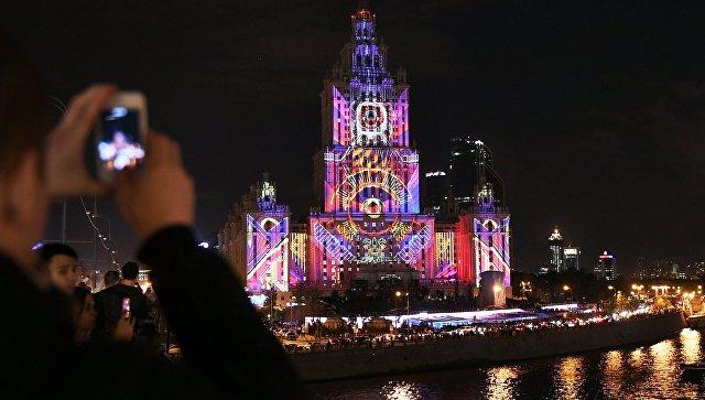 Световое шоу на фасаде московской гостиницы Украина в честь ее 60-летия