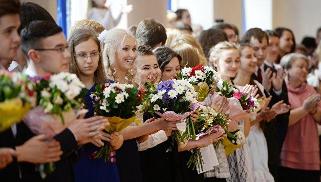 Васильева призвала ограничить школьный выпускной торжественной линейкой