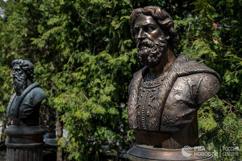 Монумент Александра Невского на открытии Аллеи Правителей в Москве