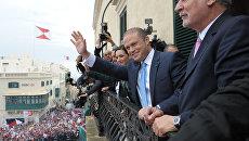 Лидер Лейбористской партии Джозеф Мускат в сопровождении своей жены Мишель после победы на выборах на Мальте. Архивное фото