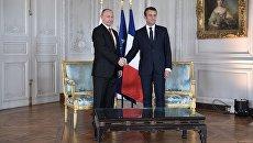 Президент РФ Владимир Путин и президент Франции Эммануэль Макрон во время встречи в Версальском дворце. 29 мая 2017