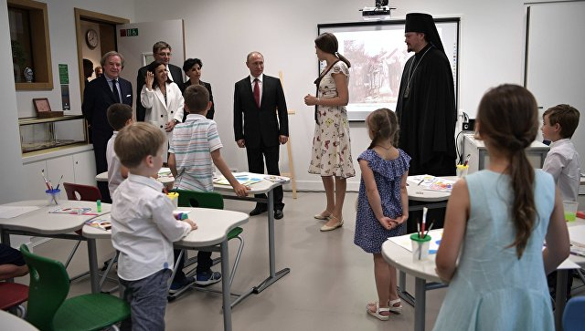 Путин посетил российский центр встолице франции