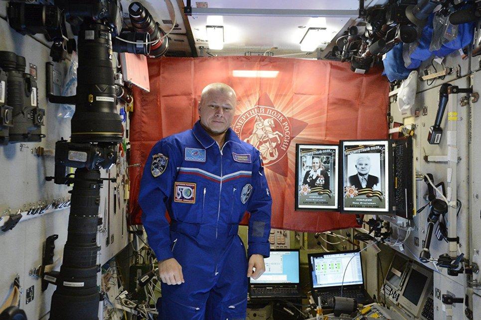 Космонавт Олег Новицкий присоединился к акции Бессмертный полк 9 мая 2017