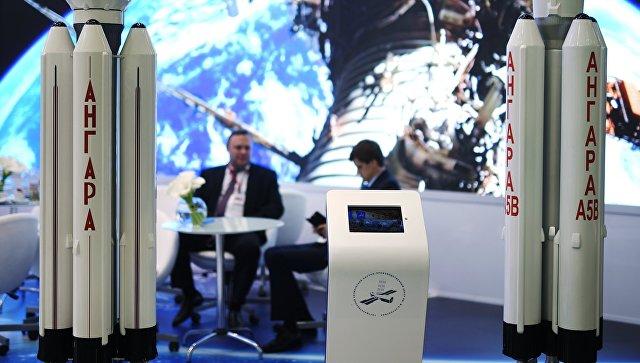Стенд Роскосмоса на выставке в рамках Санкт-Петербургского международного экономического форума. Архивное фото