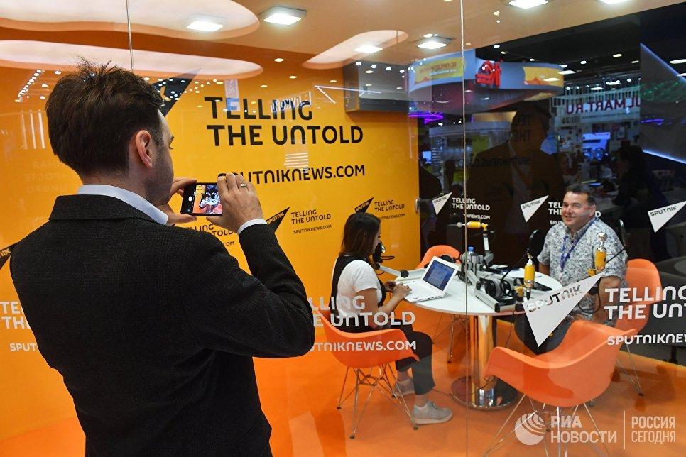Студия радио Sputnik в Экспофоруме на Санкт-Петербургском международном экономическом форуме 2017