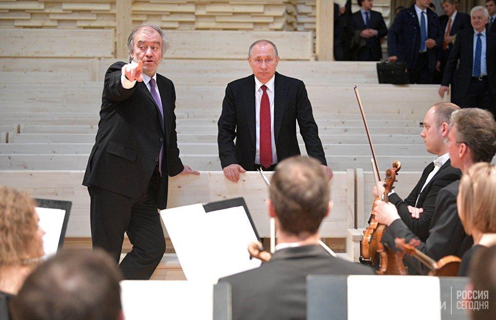 Гергиев продемонстрировал Путину новый концертный зал вРепине