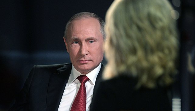 Президент РФ Владимир Путин и телеведущая NBC News Меган Келли. Архивное фото