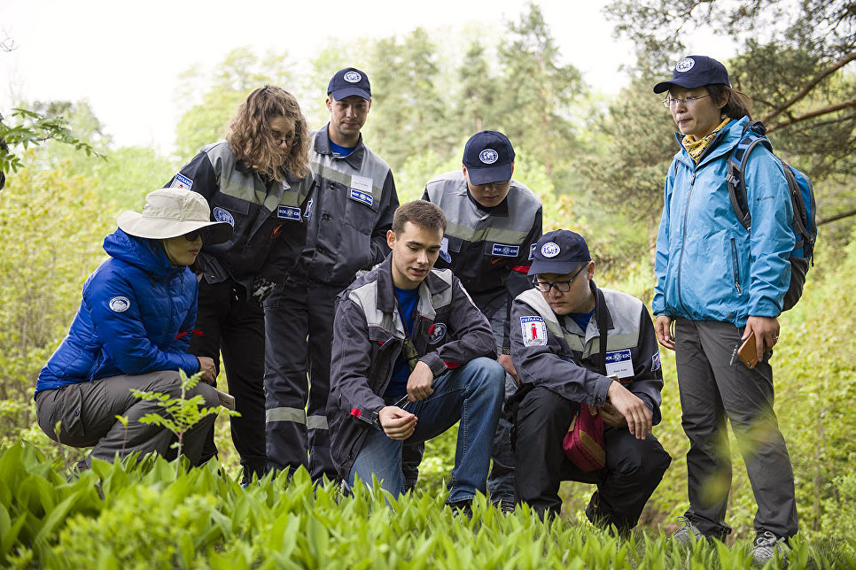 Учебные занятия для волонтёров проходили на открытом воздухе