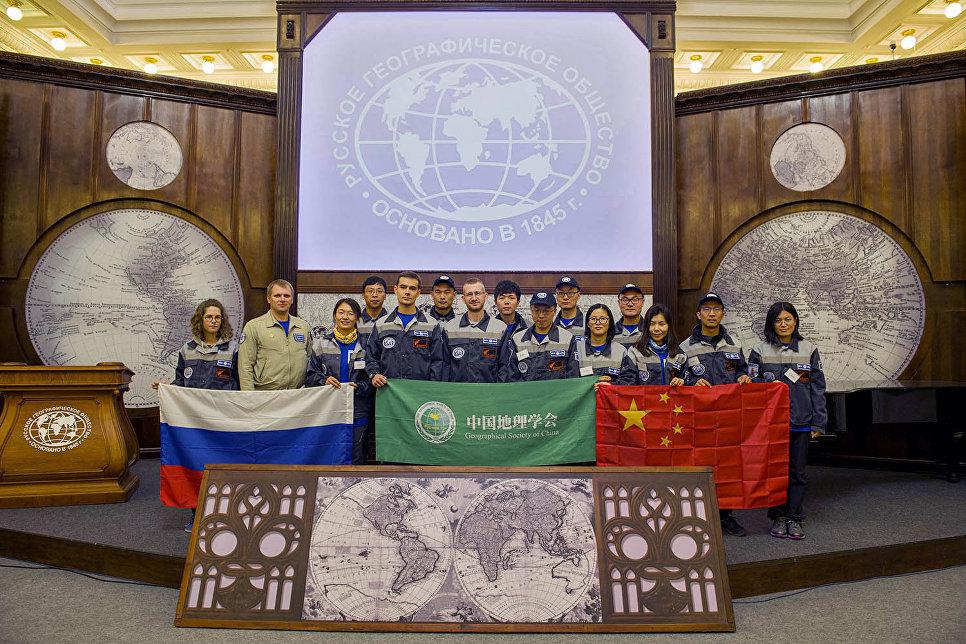 Волонтёров экспедиции Гогланд-2017 встретили в штаб-квартире РГО в Санкт-Петербурге