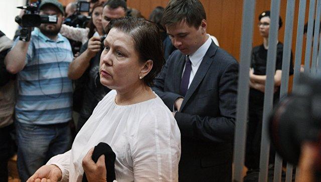 Бывший директор Библиотеки украинской литературы в Москве Наталья Шарина в Мещанском суде Москвы