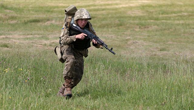 Военнослужащий вооруженных сил Украины. Архивное фото