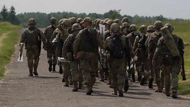 Военнослужащие вооруженных сил Украины во время военных учений во Львовской области. Архивное фото