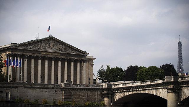 Бурбонский дворец место заседаний Национальной ассамблеи Франции в Париже