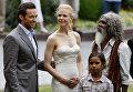 Австралийские актеры Хью Джекман, Николь Кидман, Брэндон Уолтерс и Дэвид Галпилил после пресс-конференции фильма Австралия в Сиднее