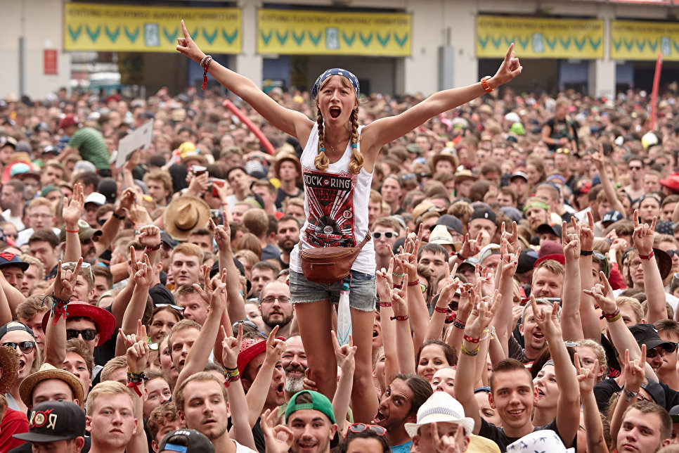 Поклонники группы Broilers на музыкальном фестивале Rock am Ring в Нюрбурге, Германия