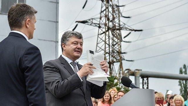 Президент Украины Петр Порошенко во время посещения Трипильской ТЭС