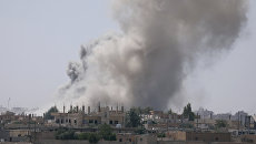 Дым над юго-восточной окраиной Ракки, Сирия. 7 июня 2017