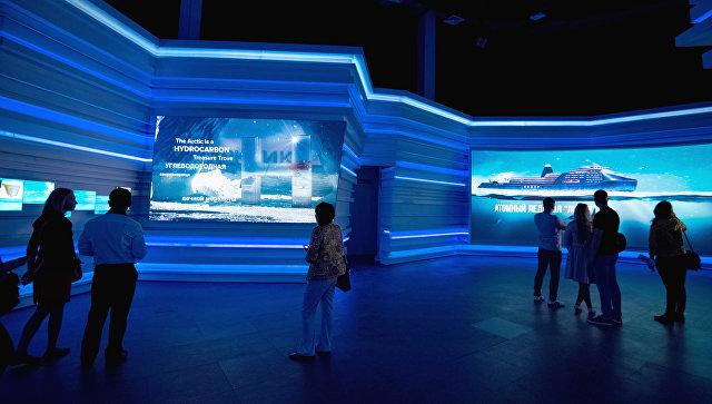 Посетители на Международной специализированной выставке ЭКСПО-2017 в Астане