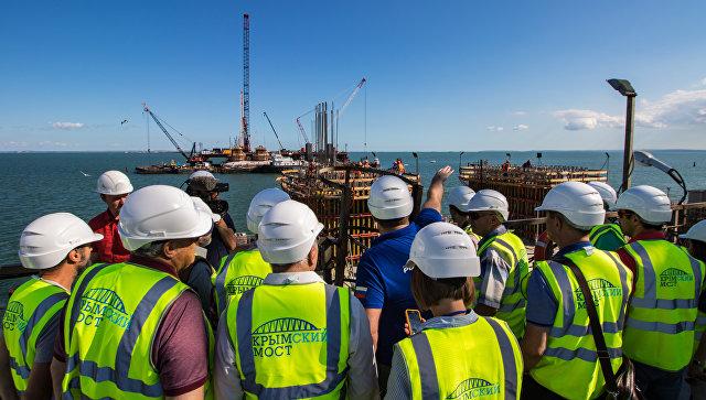 Иностранные журналисты на строительной площадке моста через Керченский пролив