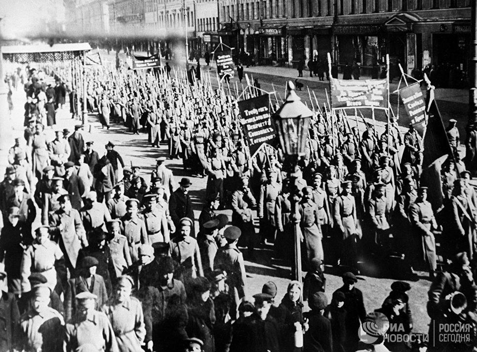 Демонстрация в Петрограде с требованием свержения Временного правительства и передачи власти Советам. 1917 год