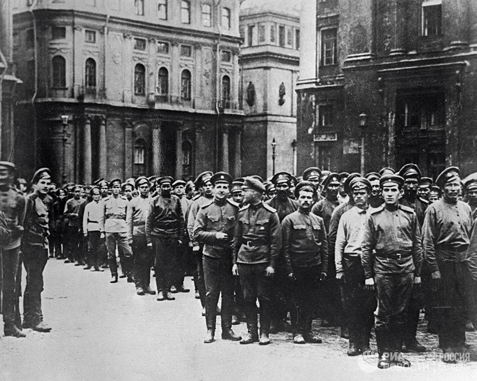 Первый пулеметный полк, разоруженный временным правительством за участие в июльской демонстрации