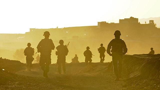 Американские военнослужащие возвращаются на базу после патрулирования территории возле города Калат, Афганистан. Архивное фото