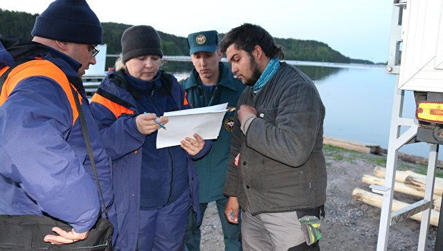 Работы по поиску и спасению людей на акватории Ладожского озера. 20 июня 2017
