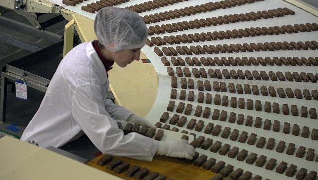 Производство конфет. Архивное фото