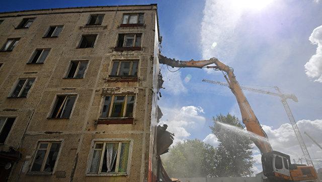 Снос последнего пятиэтажного жилого дома серии K-7 на проспекте Маршала Жукова в Москве. Архивное фото