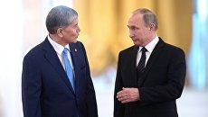 20 июня 2017. Президент РФ Владимир Путин и президент Киргизии Алмазбек Атамбаев (слева) во время официальной встречи. Архивное фото