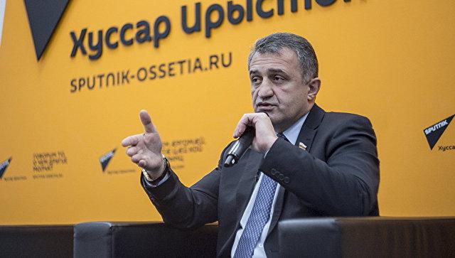 Президент Южной Осетии Анатолий Бибилов в пресс-центре агентства Sputnik
