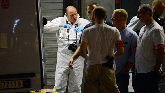 Криминалисты работают на месте теракта на центральном вокзале Брюсселя. 21 июня 2017