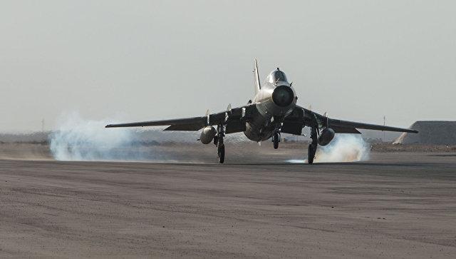 Самолет сирийских ВВС на базе Военно-воздушных сил Сирии в провинции Хомс. Архивное фото