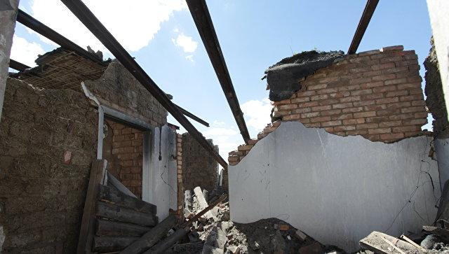 Последствия минометного артобстрела поселка Александровка в Донецкой области. Архивное фото