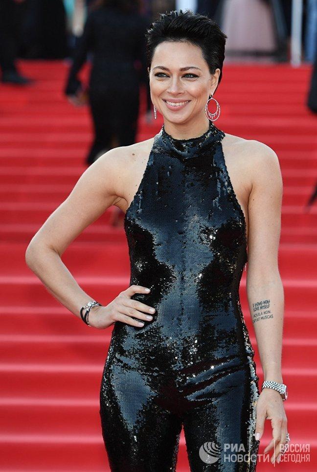 Актриса Настасья Самбурская на церемонии открытия 39-го Московского международного кинофестиваля в Москве