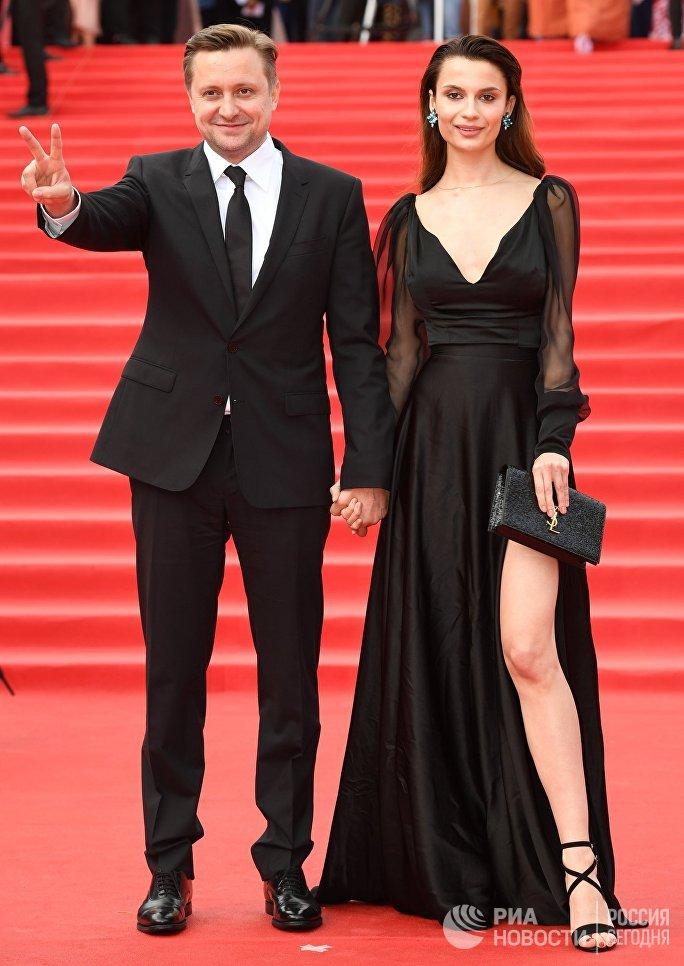 Актер, режиссер Артем Михалков и актриса Полина Лебедева на церемонии открытия 39-го Московского международного кинофестиваля в Москве