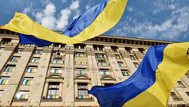 Флаги у Киевской городской администрации. Архивное фото