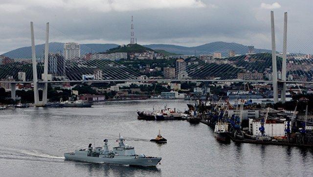 В КНР спустили наводу новый эсминец