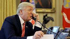 Президент США Дональд Трамп во время телефонного разговора с премьер-министром Ирландии Лео Варадкаром. 28 июня 2017