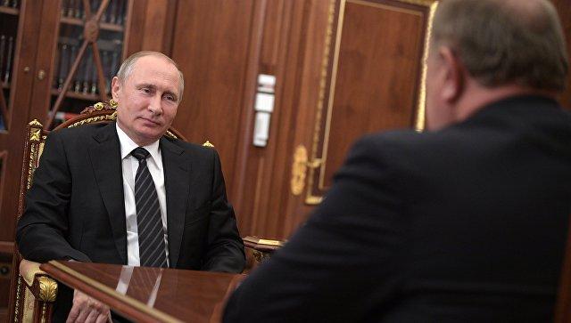 Зюганов поздравил Путина с днем разведки