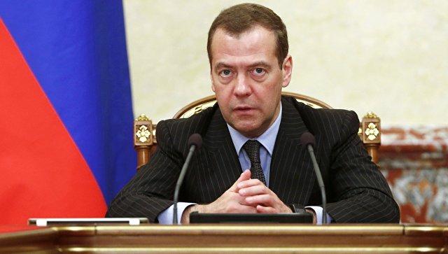 Медведев: руководство предложит президенту продлить ответные санкции