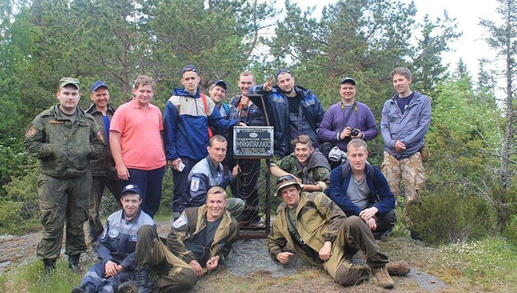 Волонтеры экспедиции Гогланд благоустроили территорию памятника ЮНЕСКО